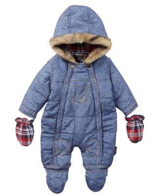 Bundling up your baby for winter has never been so adorable with Columbia Sportswear® sets, snowsuits and buntings.