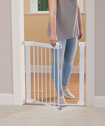 Safety 1st securtech™ flat step metal gate - white