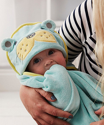 The Gro Company sam the sea lion groswaddledry newborn bath towel (0-6 months) *exclusive to mothercare*