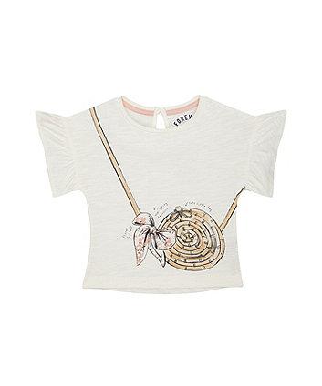 spring fashion white t-shirt