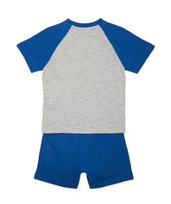 86 t-shirt and blue shorts set